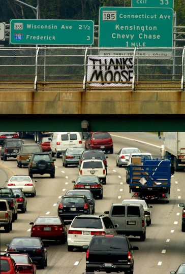 A message of thanks to Montgomery County Police Chief Charles Moose, painted on a bed sheet, hangs on the fence of an overpass on I-495 in Silver Spring, MD, 25 October 2002. Following the capture of two suspects in the sniper shooting spree early 24 October, people in the area began to express their thanks to law enforcement officials. (Tom Mihalek/Getty Images)