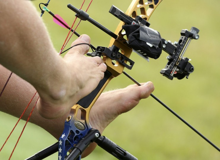 Matt Stutzman of the U.S. loads his bow using his feet during practice ahead of the Archery Men's Individual Compound - Open at the London 2012 Paralympic Games August 31, 2012. (Olivia Harris/Reuters)
