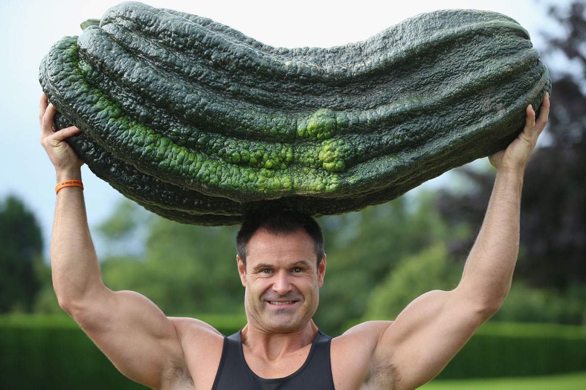 Sept. 14 Photo Brief: Giant vegetable lifting, mass floating in the Dead Sea