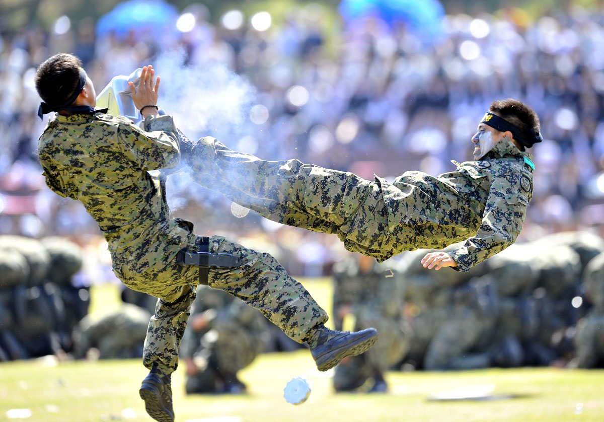 Sept. 25 Photo Brief: South Koreans in the air, Senkaku/Diaoyu Islands dispute gets wet, nostalgic floppy dreams for nerds