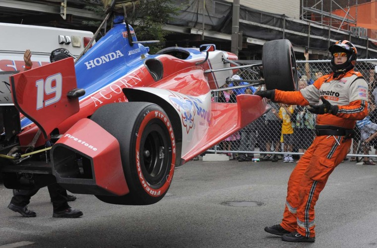 Track officials remove #19, James Jakes' car after crash on turn 12 near Pratt Street. (Lloyd Fox/Baltimore Sun)