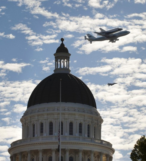 Space Shuttle Endeavour, mounted on NASA's Shuttle Carrier Aircraft (SCA), flies over Sacramento, California on Friday morning. (Lezlie Sterling/Sacramento Bee/MCT)