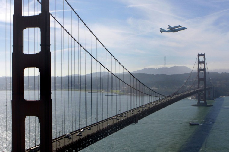 Flying aboard a specially modified 747 transport plane, Space Shuttle Endeavour makes a loop around the bay as it flies for the final time above San Francisco, California on Friday. Endeavour will then continue on to Los Angeles where it will be displayed at the California Science Center. (Ray Chavez/Contra Costa Times/MCT)