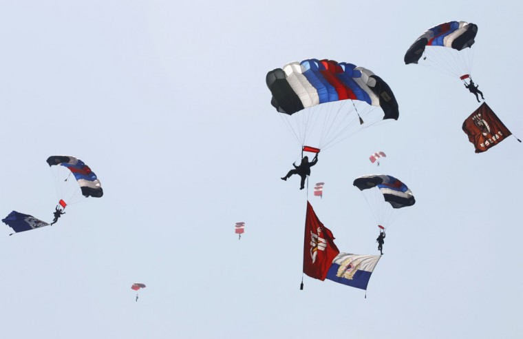 Female soldiers of the special warfare command parachute to the ground during a demonstration on the eve of the Armed Forces Day anniversary at the Gyeryong military headquarters in Gyeryong, about 140 km (87 miles) south of Seoul, South Korea. (Lee Jae-Won/Reuters)