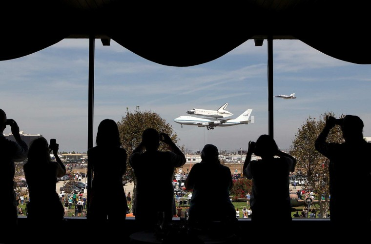 Endeavour passes by the Proud Bird restaurant before landing at LAX on Friday, September 21, 2012. (Christina House /Los Angeles Times)