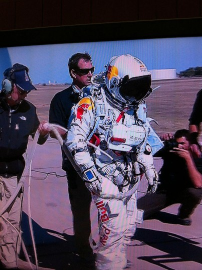 October 9, 2012: Felix enters the capsule. Inflation has officially begun. (twitter.com/RedBullStratos)