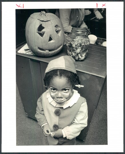 Proudly displaying her clown face painted by Shirley Basfield Dunlap at Morgan State University. Oct. 31, 1985. (Robert K. Hamilton/Baltimore Sun)