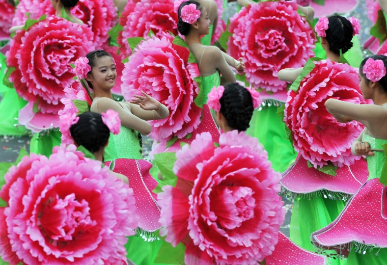 "Students perform during celebrations to mark the centenary of the revolution that set the stage for the Republic of China, island's official name, in front of Taiwan's Presidential Office in Taipei. Taiwan could play the role of a ""peacemaker"" in a dispute over islands where its own territorial claims rival those of China and Japan, Ma said. (Mandy Cheng/GettyImages)"