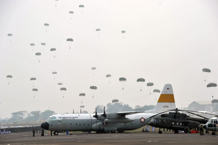 Military troops participate in mass parachute drop as President Susilo Bambang Yudhoyono leads celebrations marking the 67th anniversary of the Indonesian armed forces at Halim Perdana Kusumah airport in Jakarta. (Romeo Gacad/AFP/GettyI mages)