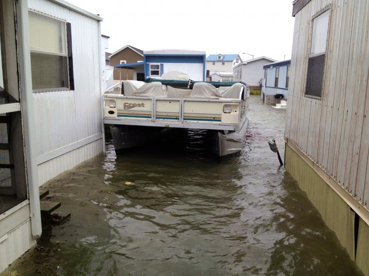 A pontoon boat rests between mobile homes on Middle Way Lane on the bayside near Coastal Highway. (Karl Mertron Ferron / Baltimore Sun)