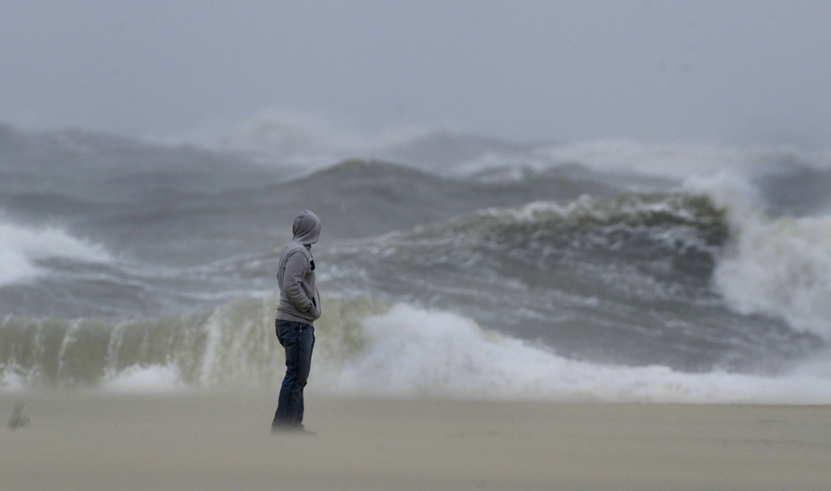 Beach And Ocean Storm: Hurricane Sandy, Dubbed 'Frankenstorm,' Starting To Close