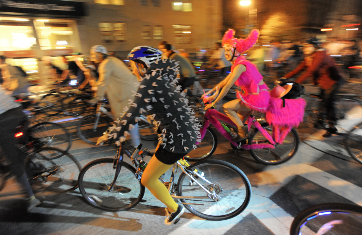 Oct. 26 Photo Brief: Baltimore Halloween Brew-ha-ha, Islam's Feast ...