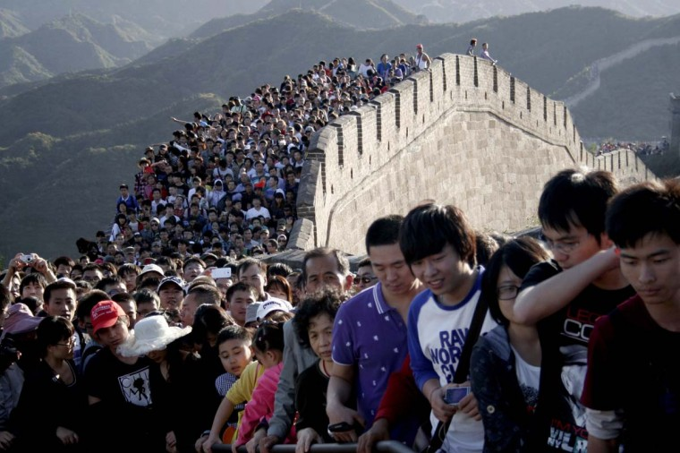 Tourists gather on the Great Wall outside Beijing. Major tourist destinations around China are witnessing travel peaks amid the eight-day Mid-autumn Festival and National Day holidays that run through until Sunday. (Stringer/Reuters photo)