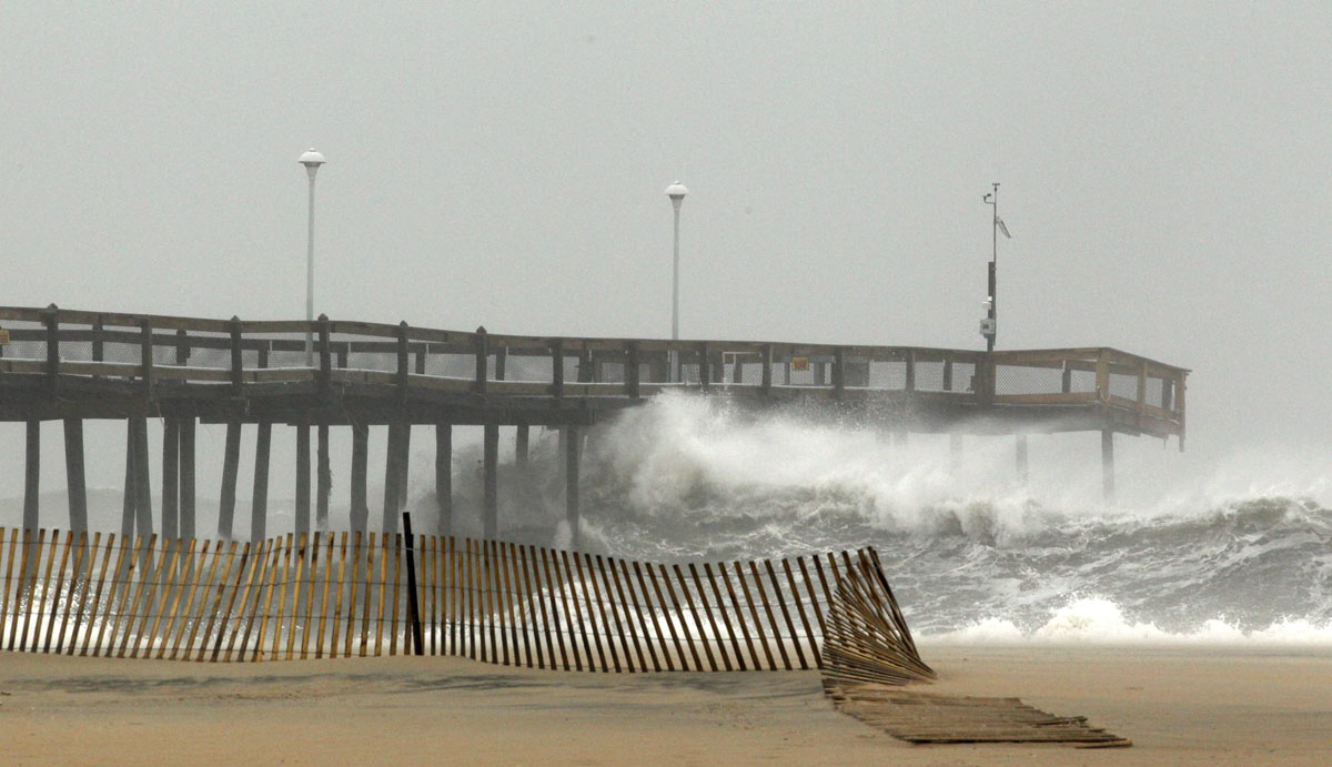 Hurricane Sandy, dubbed 'Frankenstorm,' starting to close in on U.S.