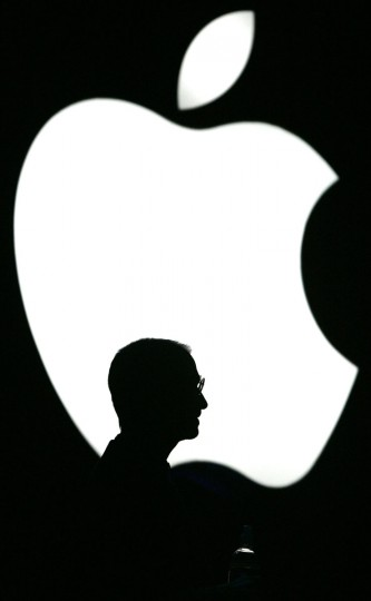 June 28, 2004: Apple Computer Inc. Chief Executive Steve Jobs previews the latest version of its Mac OS X operating system called Tiger in San Francisco, California. (Kimberly White/Reuters)