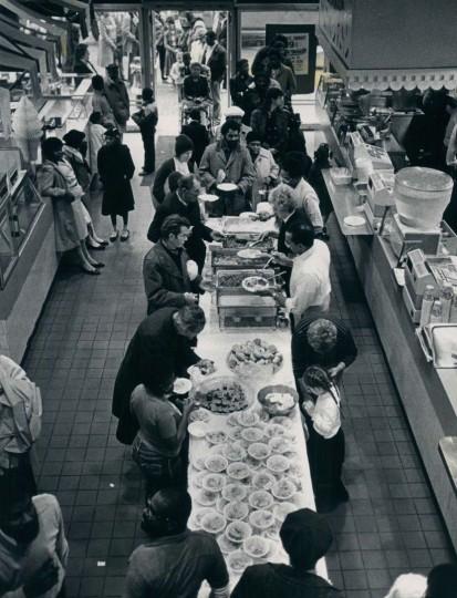 1983: Thanksgiving Dinner at 111 W. Lexington Street. (Clarence B. Garrett/Baltimore Sun)