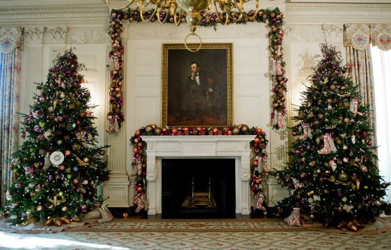 Decorations hang in the State Dining Room during the first viewing of the White House 2012 holiday decorations in Washington, DC. (Jim Watson/Getty Images)
