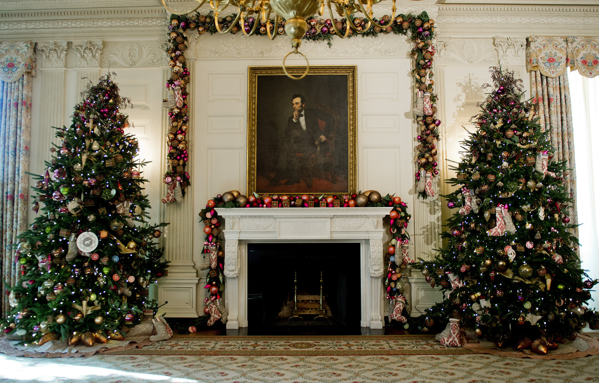 michelle obama unveils white house 2012 holiday decorations. Black Bedroom Furniture Sets. Home Design Ideas