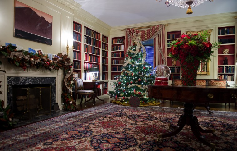 Christmas decorations in the Library during the first viewing of the White House 2012 holiday decorations in Washington, DC. (Jim Watson/Getty Images)