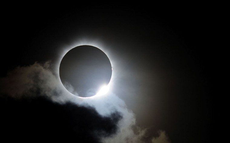 Near totality is seen during the solar eclipse at Palm Cove on November 14, 2012 in Palm Cove, Australia. (Ian Hitchcock/Getty Images)