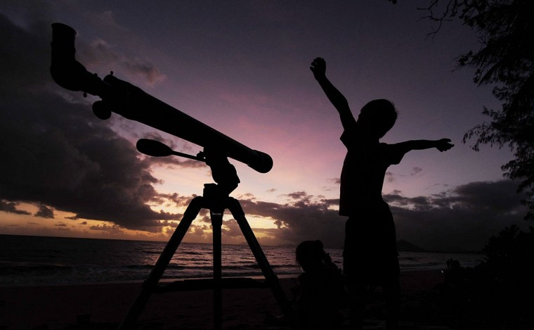 A young boy gets ready to view the solar eclipse with his telescope on November 14, 2012 in Palm Cove, Australia. (Ian Hitchcock/Getty Images)