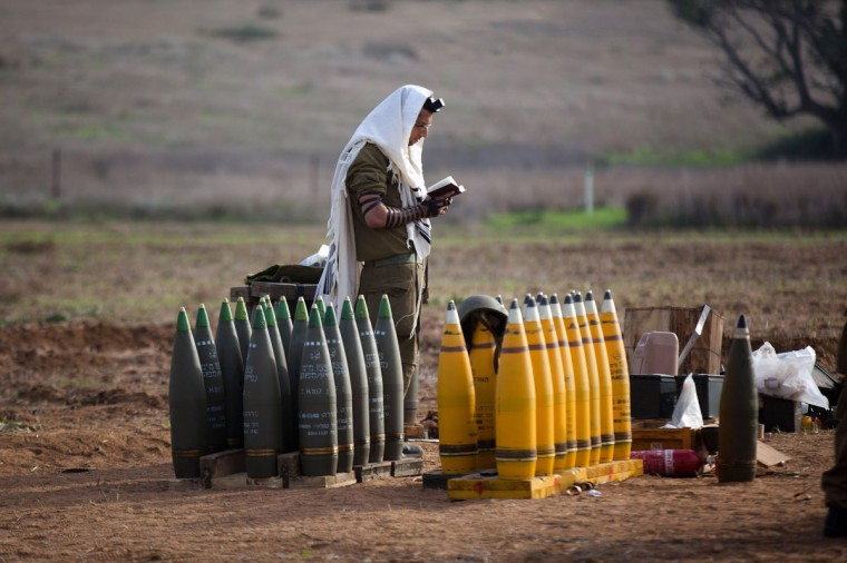 NOVEMBER 21: An Israeli soldier prays next to an artillery gun on Israel's border with the Gaza Strip. (Uriel Sinai/Getty Images)
