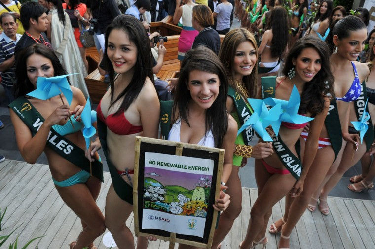 Contestants (L-R) Zoe Kinsella of Wales, Do Hoang Anh of Vietnam, Dimitra Markou of Zimbabwe, Osmariel Villalobos of Venezuela, Carolyn Carter of US Virgin Islands and Siria Bojorquez of the US pose for a group photo during a press presentation of the Miss Earth beauty pageant at a hotel in Manila. (Ted Aljibe/AFP/Getty Images)