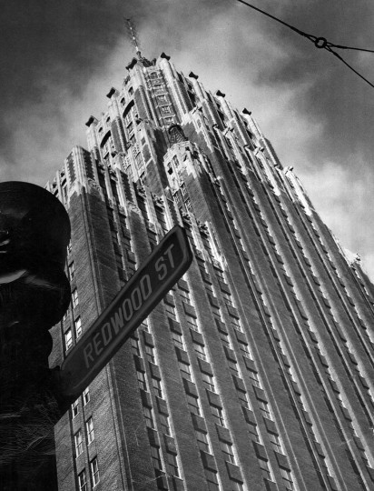 A picture of what was at the time known as the O'Sullivan building taken from Redwood and Charles Street. (Robert F. Kniesche/Baltimore Sun)