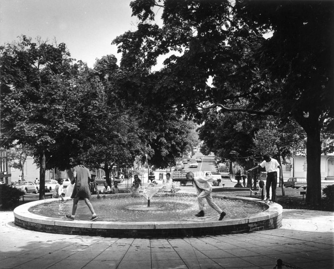 In June of 1968 Children enjoy a fountain on Park Avenue. (Robert F. Kniesche/Baltimore Sun)