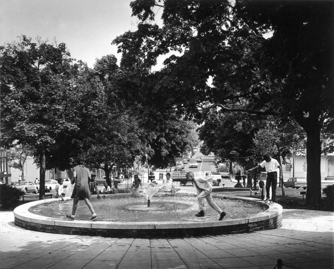 In June of 1968 Children enjoy a fountain on Park Avenue. (Robert F. Kniesche/Baltimore Sun)