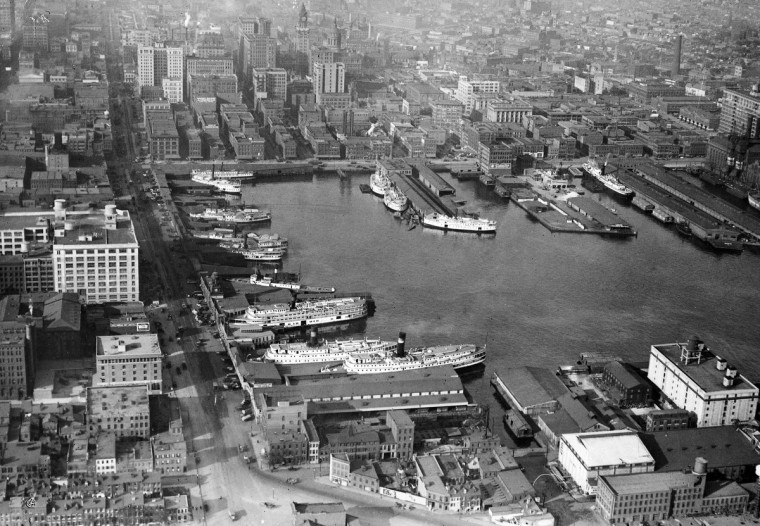 Where Inner Harbor tourists now walk, shop and dine, bay steamers tied up at Light Street wharves waited for passengers and cargo bound for East Coast ports in 1920. (Baltimore Sun)