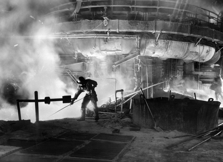 A worker in the blast furnace at Bethlehem Steel Co. In the 1950s, the Sparrows Point plant in Baltimore County was the worldÕs largest steel mill. (Robert F. Kniesche /Baltimore Sun)