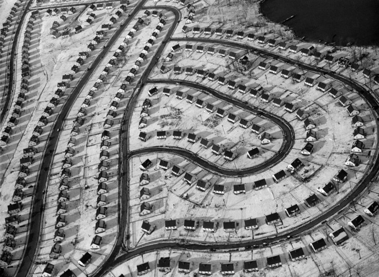 Seen from the air, a Dundalk-area housing development seems almost a work of abstract art in 1955. (A. Aubrey Bodine/Baltimore Sun)