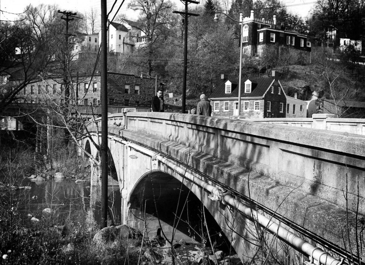 A daytime scenic of the bridge in Ellicott City taken in 1963. (Robert F. Kniesche/Baltimore Sun)