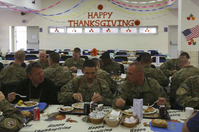 U.S. soldiers eat during a Thanksgiving meal in Kabul. (Omar Sobhani/Reuters photo)