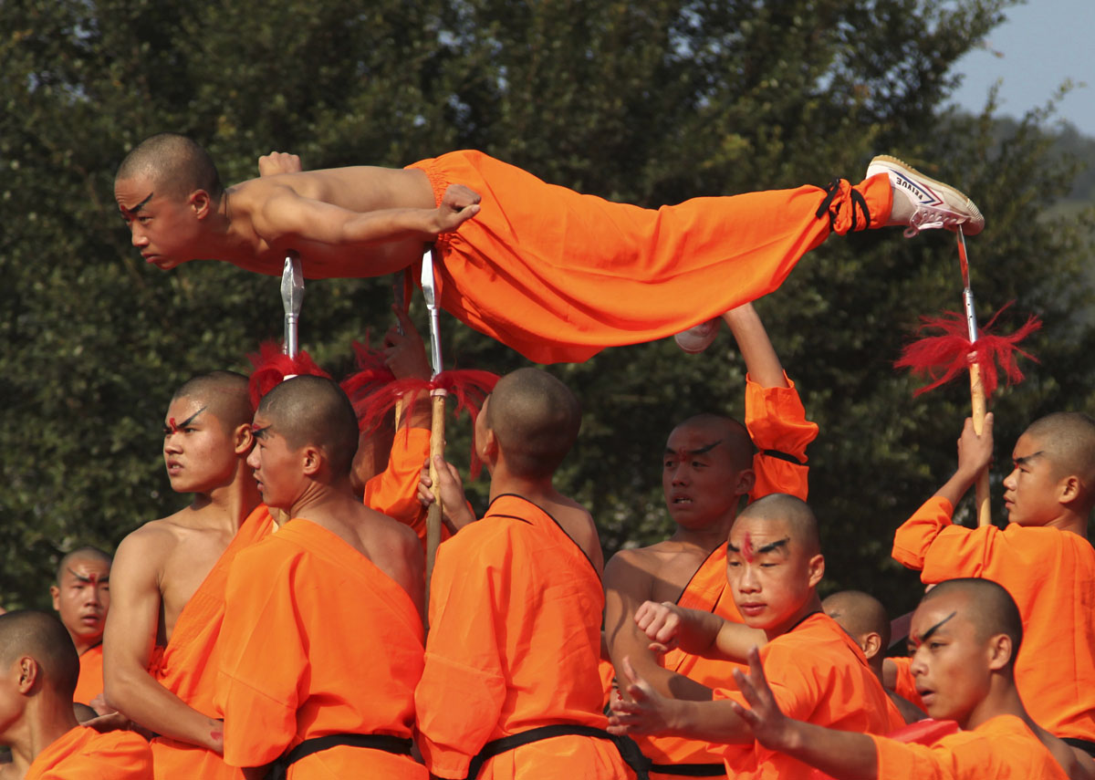 a short history of the shao lin monks and their martial arts 10 fascinating facts about shaolin ad that the shaolin monks began practicing their fighting skills of shaolin martial arts date.