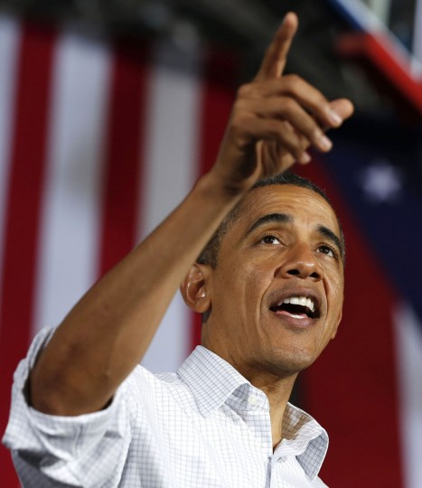 U.S. President Barack Obama points while speaking at a campaign event at Mentor High School in Ohio, November 3, 2012. (Larry Downing/Reuters)