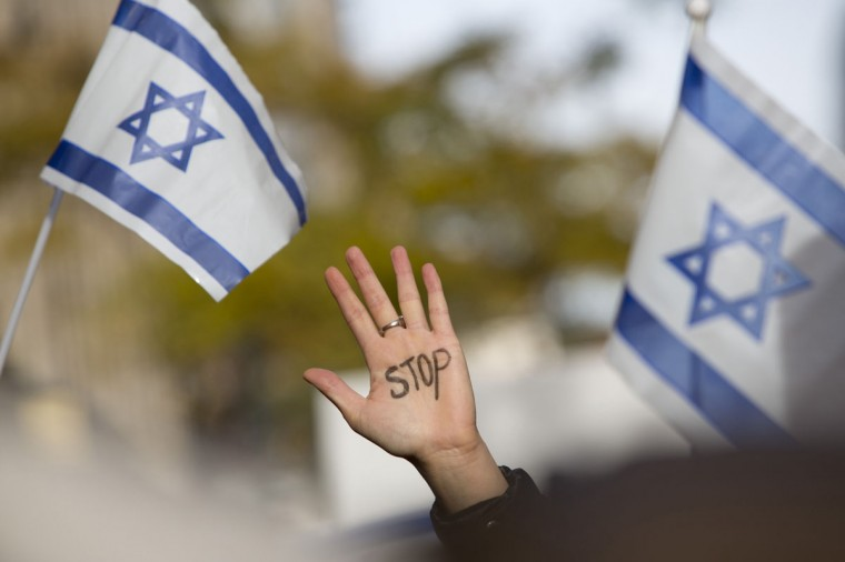 NOVEMBER 20: A hand is held aloft at the 'New York Stands With Israel' rally in support of Israel during the ongoing Gaza conflict, outside the Israeli consulate in New York. (Andrew Kelly/Reuters)