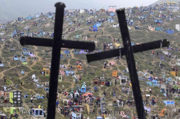 A view of Nueva Esperanza cemetery during the Day of the Dead celebrations in Villa Maria, Lima November 1, 2012. (Enrique Castro-Mendivil/Reuters)