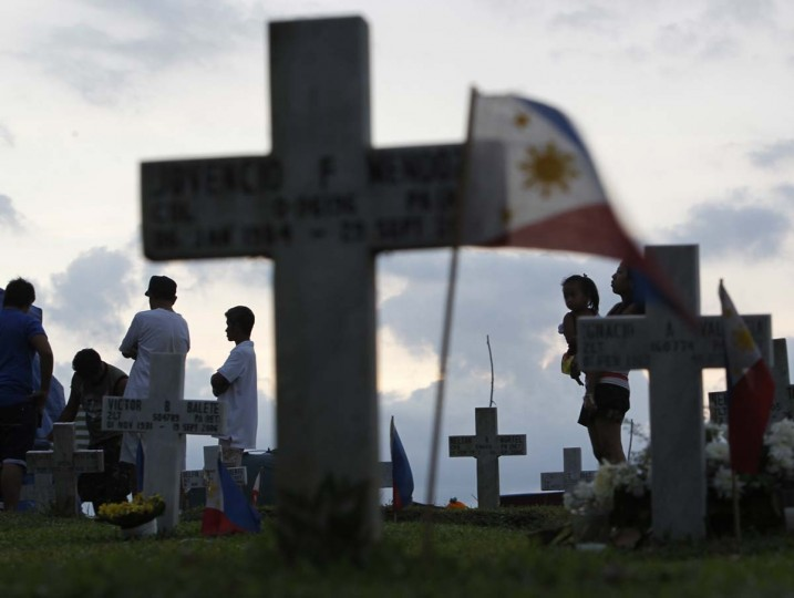 Filipinos visit tombs of deceased relatives at Heroe's cemetery in Taguig City in Metro Manila. On All Saints' Day and All Souls' Day on November 1 and 2, cemeteries across the country are crowded with people paying their respects to departed loved ones by offering flowers, candles and prayers. (Cheryl Ravelo /Reuters photo)