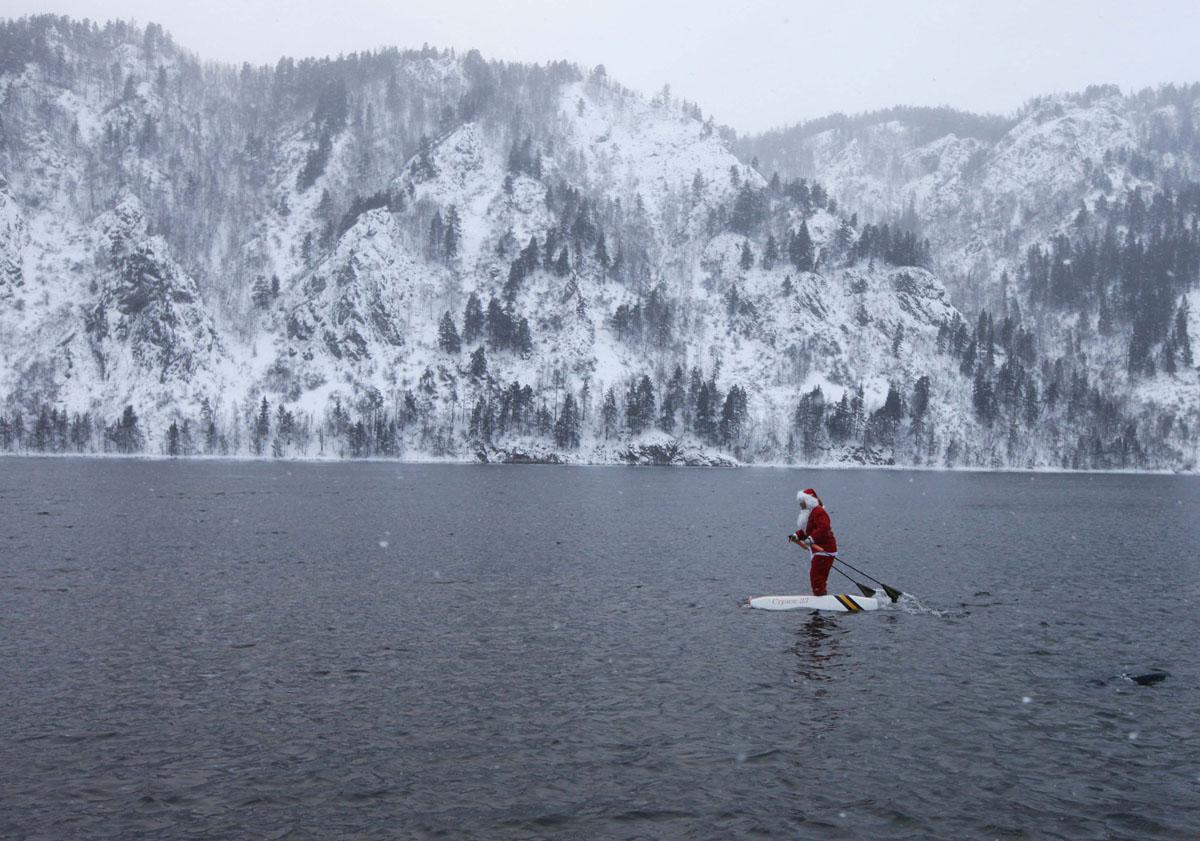 60 'outta his sleigh' Santa snapshots
