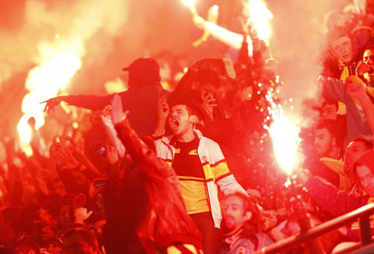 Fenerbahce's supporters react during their Europa League soccer match against AEL Limassol at Sukru Saracoglu stadium in Istanbul November 8, 2012. (Osman Orsal/Reuters photo)