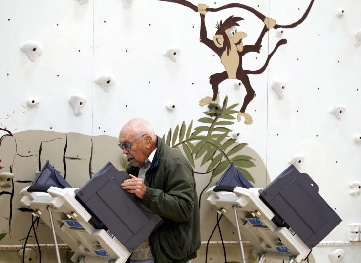 NEWARK, OH: A man casts his ballot at Legend Elementary School during the U.S. presidential election in Newark, Ohio November 6, 2012. (Matt Sullivan/Reuters)