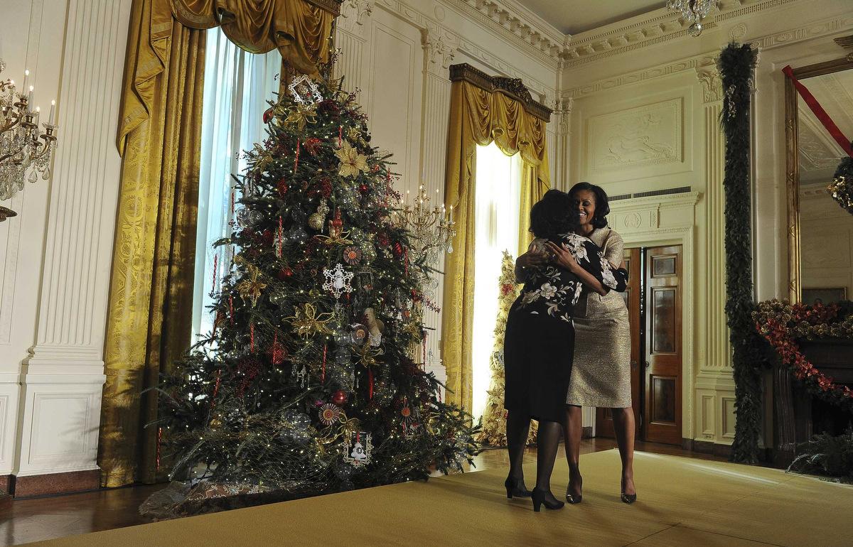 obama unveils white house 2012 decorations