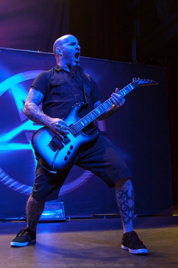 Scott Ian: Metal concerts are the hardest to shoot, be patient and wait for the artist to do what they do best. Learning the timing of the lights doesn't hurt either.