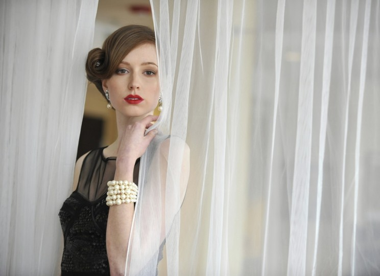 Model Rachel Mackay wears a BCBG Max Azria black dress from Cupcake for a Spring Fashion preview at the Inn at the Black Olive. (Lloyd Fox/Baltimore Sun)