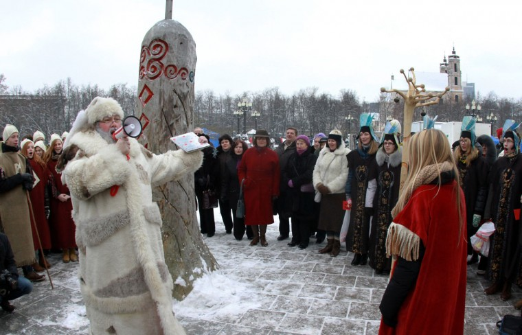 People take part in a traditional pre-Christmas celebration with a painted tree trunk in Vilnius, Lithuania on December 12, 2012 at 12:12. (Petras Malukas/AFP/Getty Images)