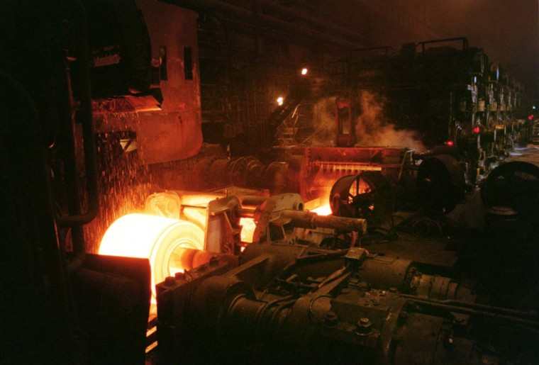 AUGUST 10, 1999: The steel plant uses at least 300 million gallons of water per day, mostly as an absorber of heat in various processes. (Callie Lipkin/Baltimore Sun)