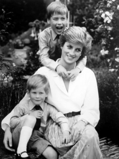 Princess Diana and her children. (File photo)