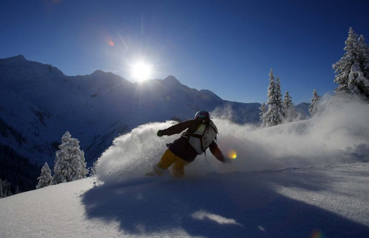 A snowboarder makes a turn on a sunny winter day in the western Austrian ski resort of Sonnenkopf mountain in Langen am Arlberg December 12, 2012. (Dominic Ebenbichler/Reuters)